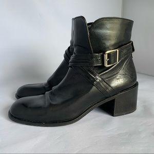 Joan & David black leather buckle boots sz 7 guc
